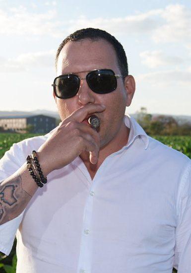 Hamlet.-paredes-master cigar roller